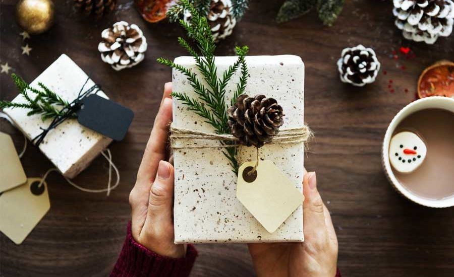 10 Cheap Christmas Gifts You Can Give (That Don't Suck)